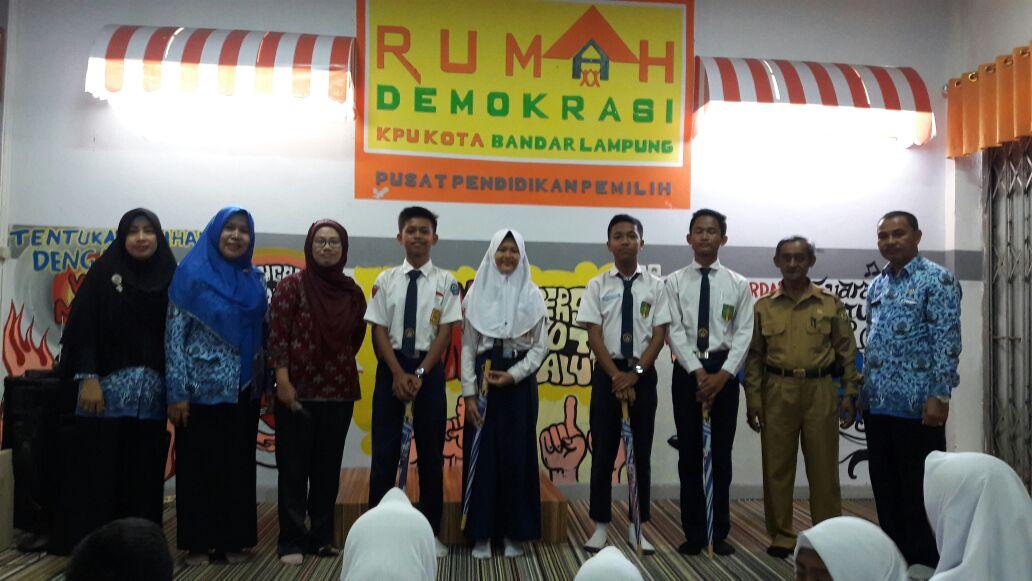 LAMPUNG POST | Siswa SMP Berharap Demokrasi akan Semakin Baik