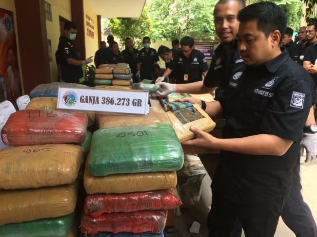 LAMPUNG POST | Polisi Tembak Mati Pemilik 386 Kilogram Ganja
