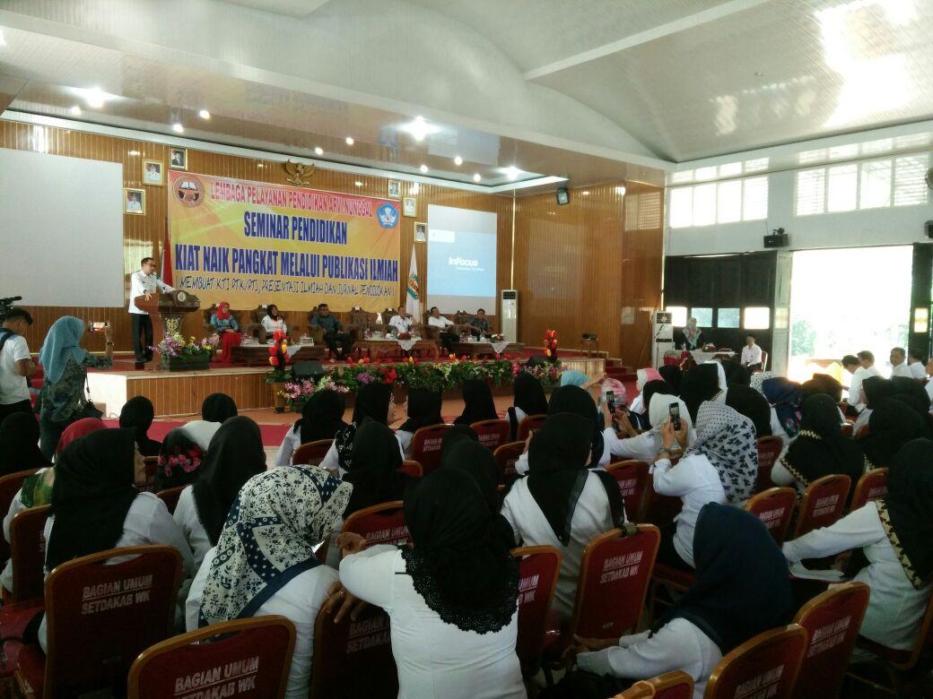 LAMPUNG POST | Ratusan Guru di Way Kanan Ikuti Seminar Pendidikan