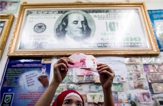LAMPUNG POST | Rupiah Dibuka Melemah Tipis di Rp13.335/USD
