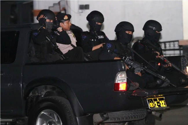 LAMPUNG POST   Dua Terduga Teroris Tewas Bernama Barok dan Askar