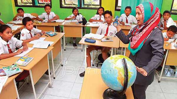 LAMPUNG POST | Guru Sentral Pendidikan Karakter