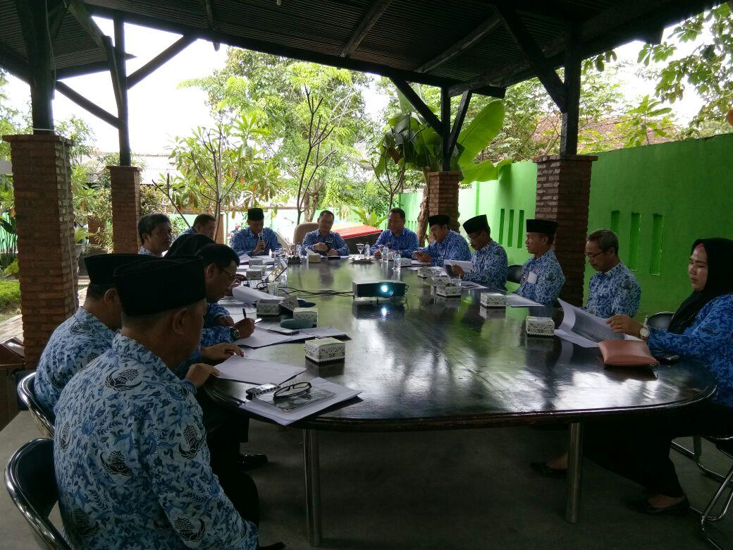 Sekkab Pimpin Rapat Pembentukan Tim Koordinasi Penegakan Hukum
