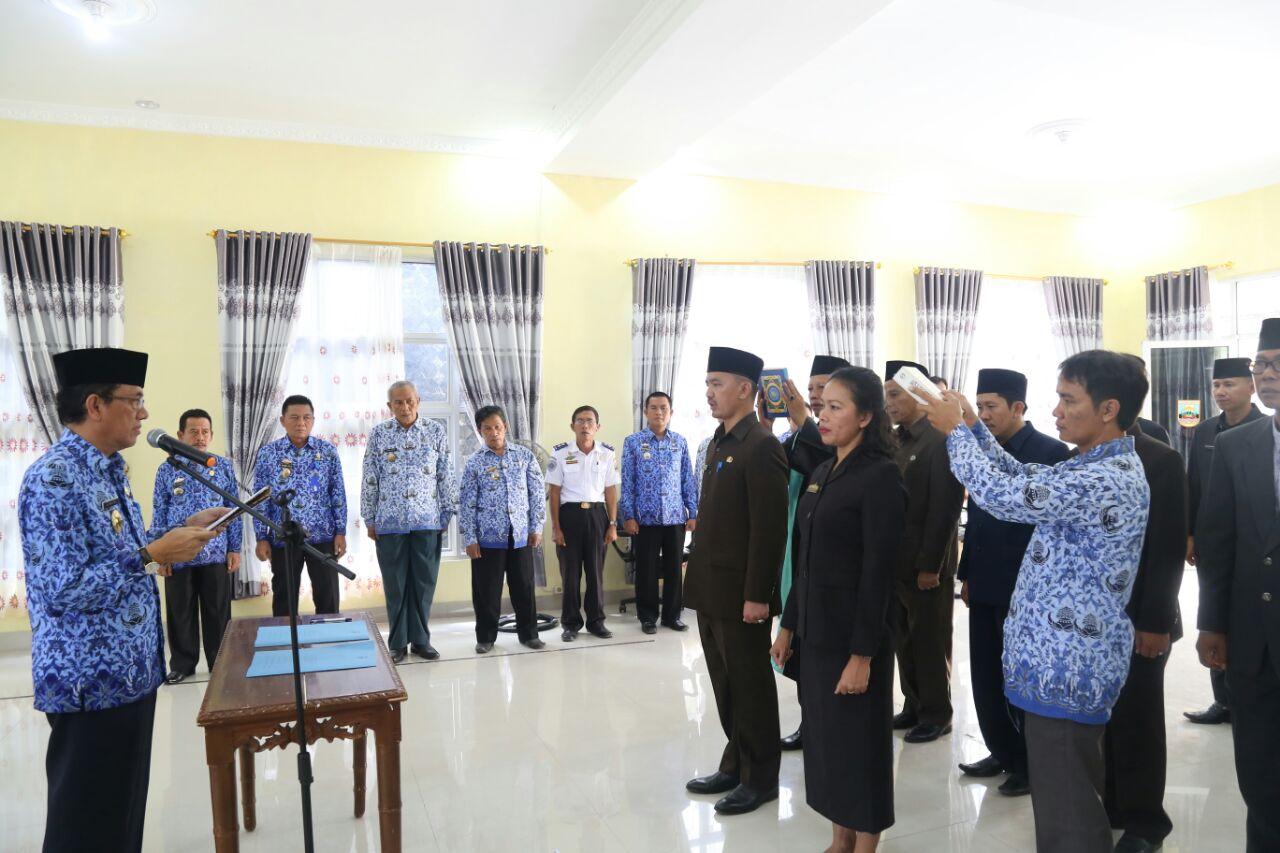 LAMPUNG POST | 12 Pejabat Eseon III dan IV di Pemkab Pesisir Barat Dilantik