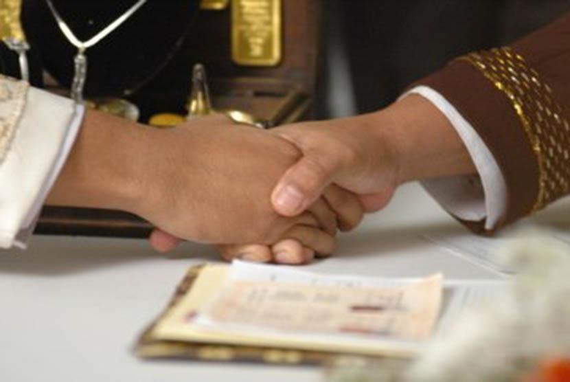 LAMPUNG POST | UU Larang Pemuda 16 Tahun Menikah