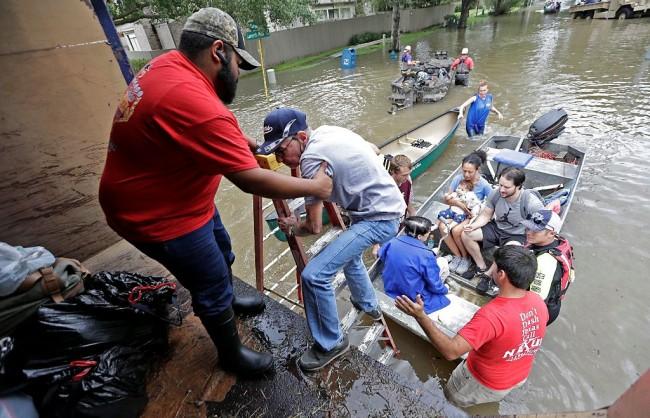 LAMPUNG POST | 120 WNI di Texas Dievakuasi Akibat Terjangan Badai Harvey