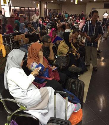 LAMPUNG POST | Penumpang Kecewa, Lion Air Batam Delay 6 Jam