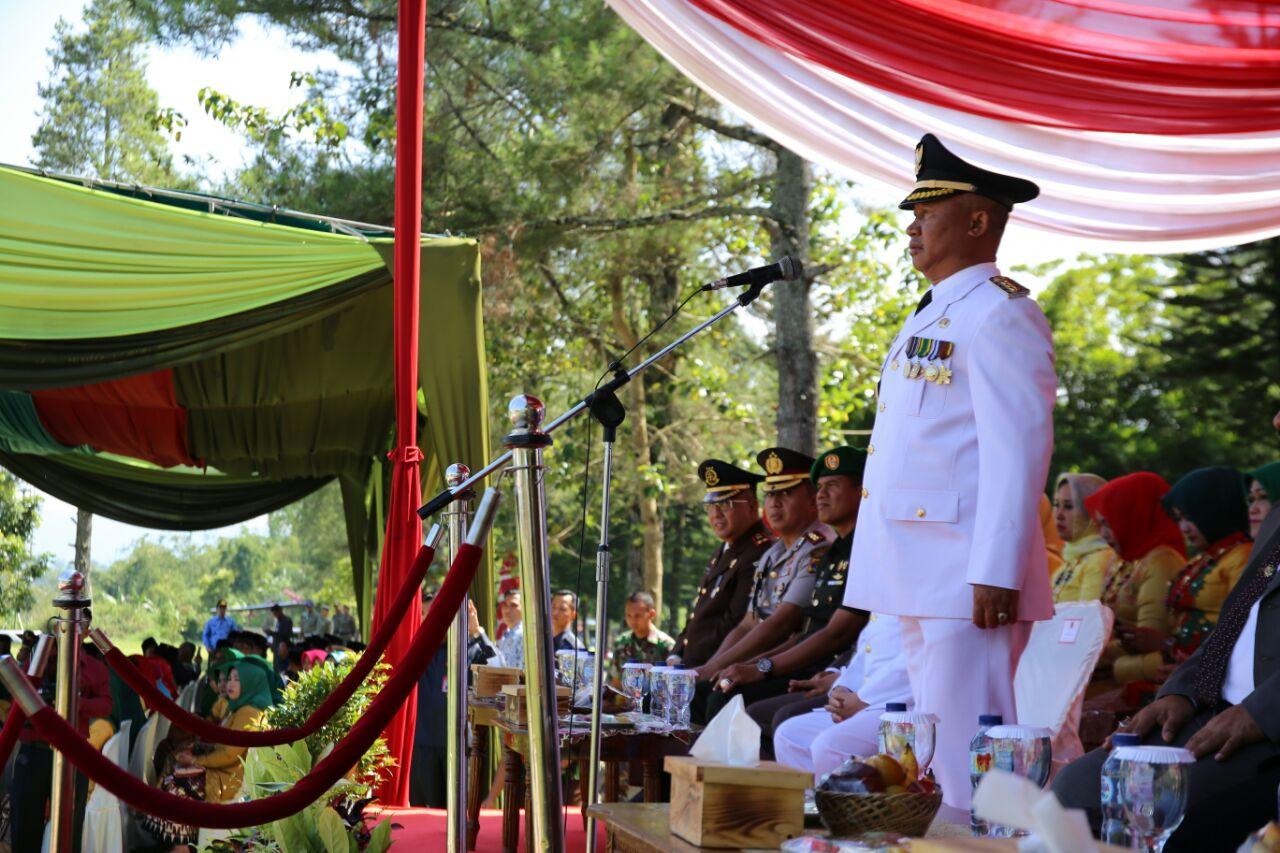 LAMPUNG POST | 15 Penghargaan Selama Kepemimpinan Mukhlis di Lampung Barat