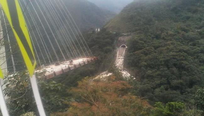 LAMPUNG POST | Jembatan Ambruk di Kolombia, 10 Pekerja Tewas