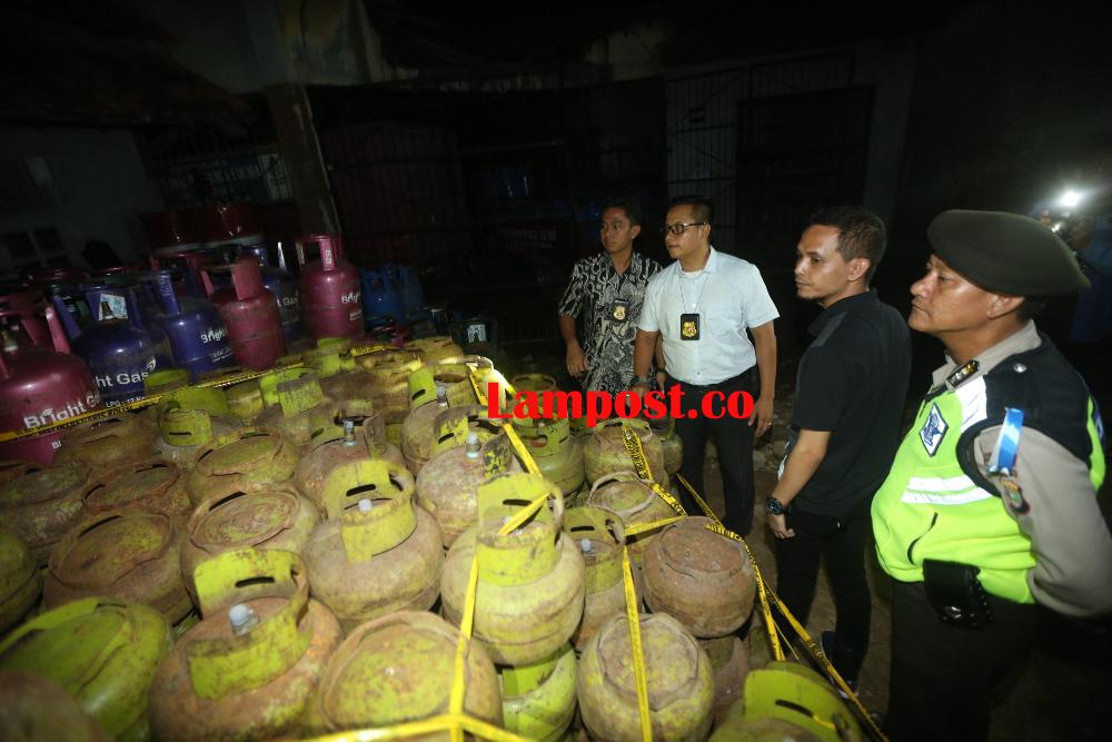 LAMPUNG POST | Polda Bongkar Penimbunan 757 Tabung Gas Elpiji