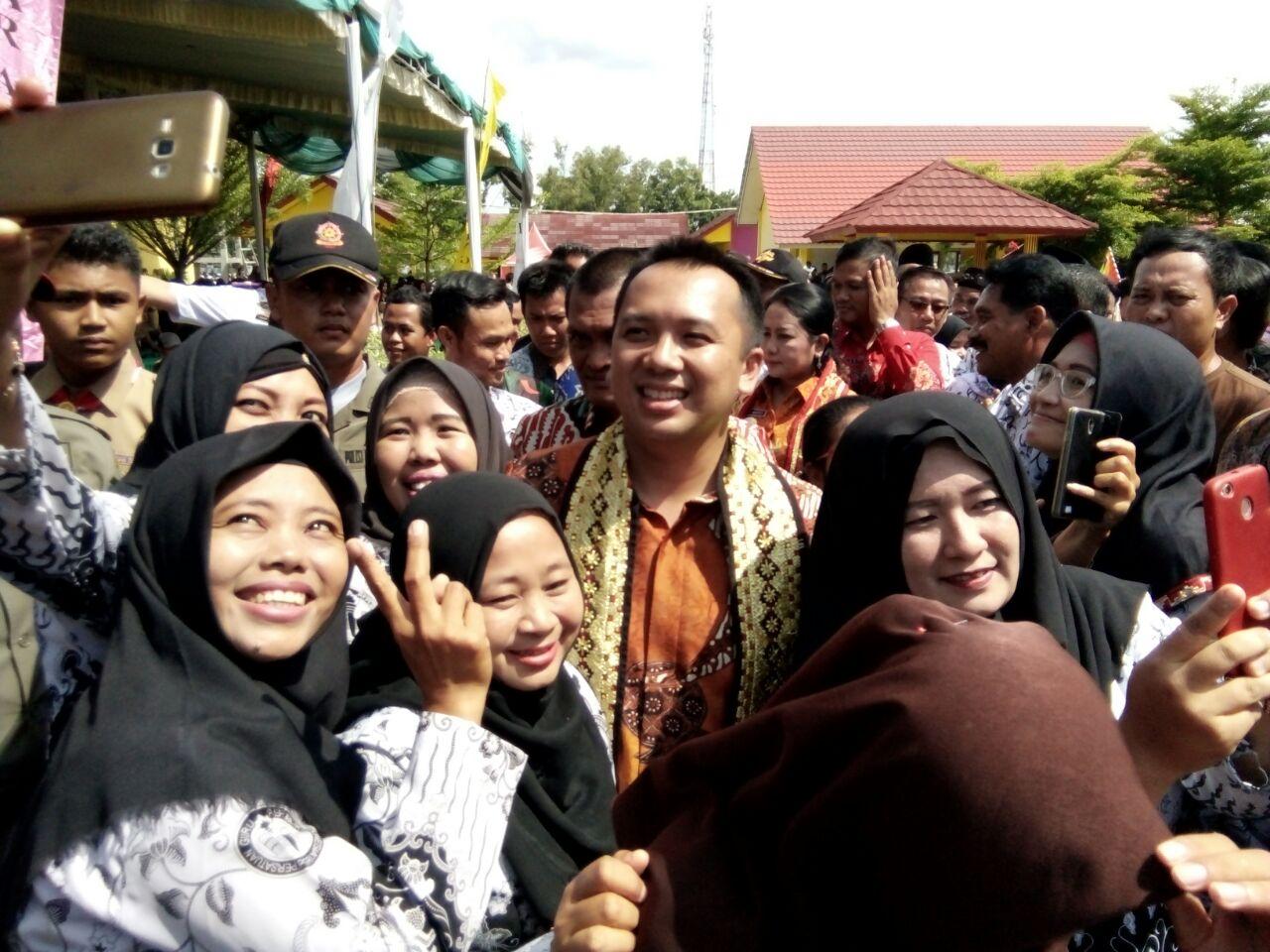 Hadir di Banjaragung, Gubernur Minta Guru Bekerja Lebih Profesional