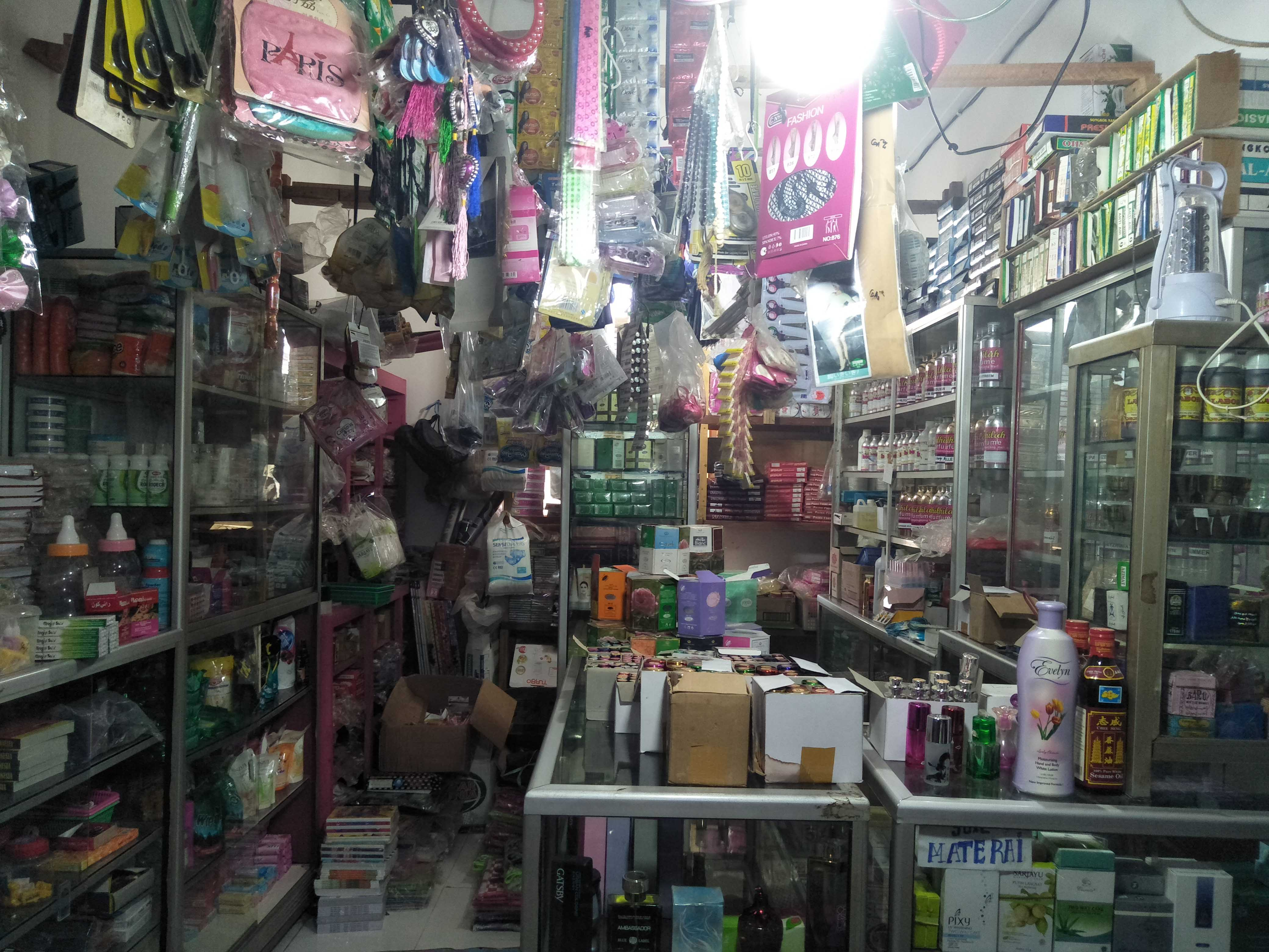 Toko Imas Fadilah Sediakan Kosmetik Berbagai Merek
