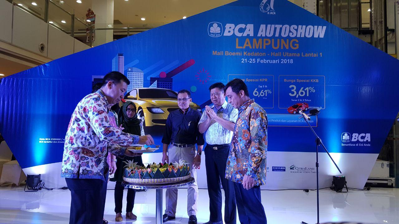 LAMPUNG POST | BCA Gelar Pameran Autoshow Berikan Suku Bunga Spesial Untuk Nasabah