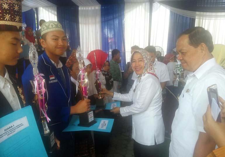 LAMPUNG POST   Hari Kunjung Perpustakaan, Perpusda Lampung Dorong Masyarakat Gemar Membaca