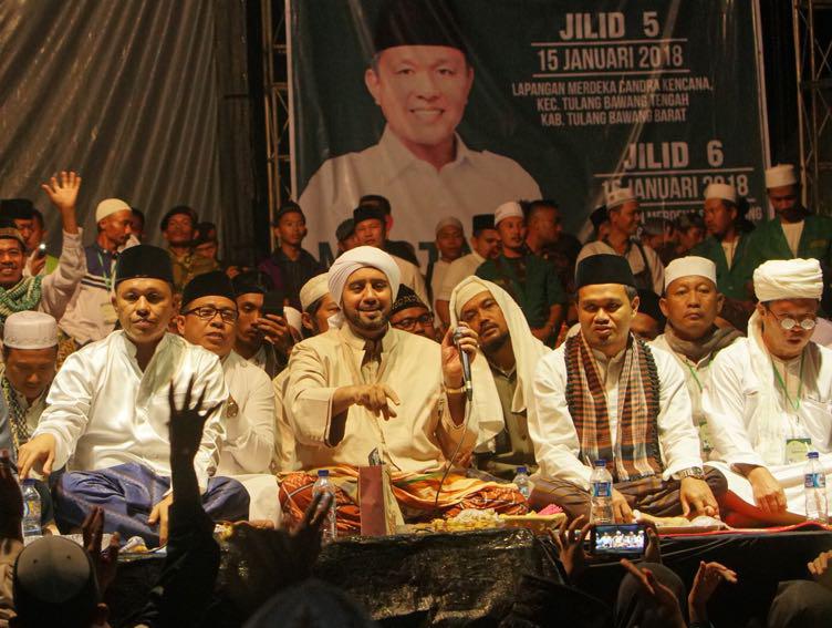 LAMPUNG POST | LAMPOST TV: Syekher Mania Selawat Bersama Mustafa dan Habib Syech