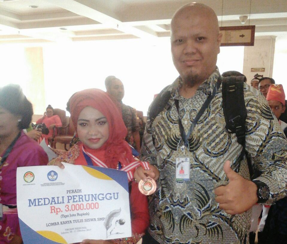 LAMPUNG POST | Siswi SMPN 3 Liwa Raih Juara 3 Lomba Karya Ilmiah Kemendikbud