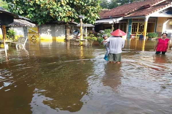 Pengerukan Kanal Solusi Atasi Banjir di Kampung Cabang