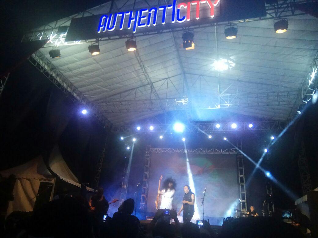 LAMPUNG POST   Penampilan Roy xJpi Tutup Authentic City Fest 2017
