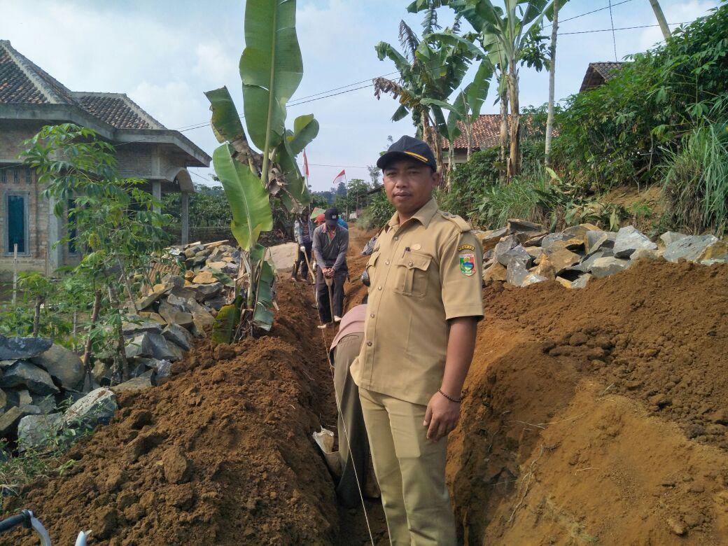 LAMPUNG POST | Kerap Tergerus Hujan, Pekon Penantian Bangun Talut Jalan