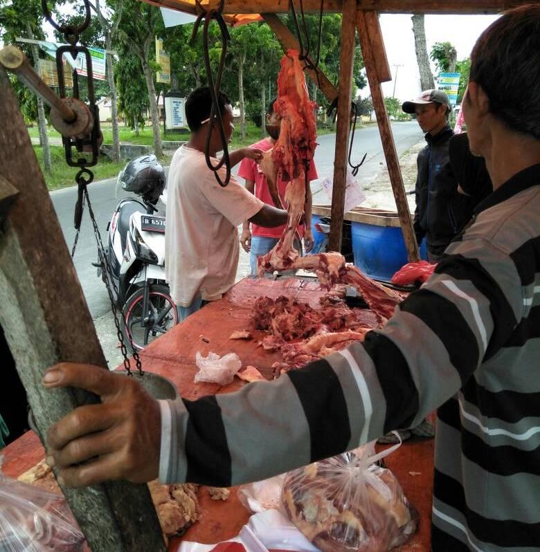 LAMPUNG POST | Animo Masyarakat Ketapang Membeli Daging Sapi Cukup Tinggi