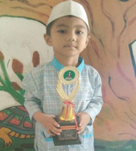LAMPUNG POST | M Viandra Arrofiq Piawai Kumandangkan Azan