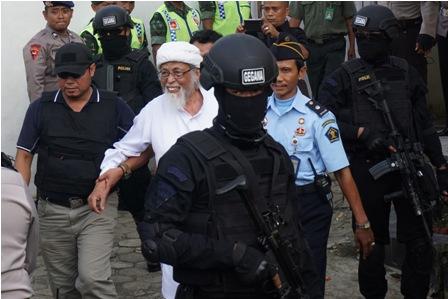 LAMPUNG POST | Keluarga Minta Abu Bakar Baasyir Dibebaskan
