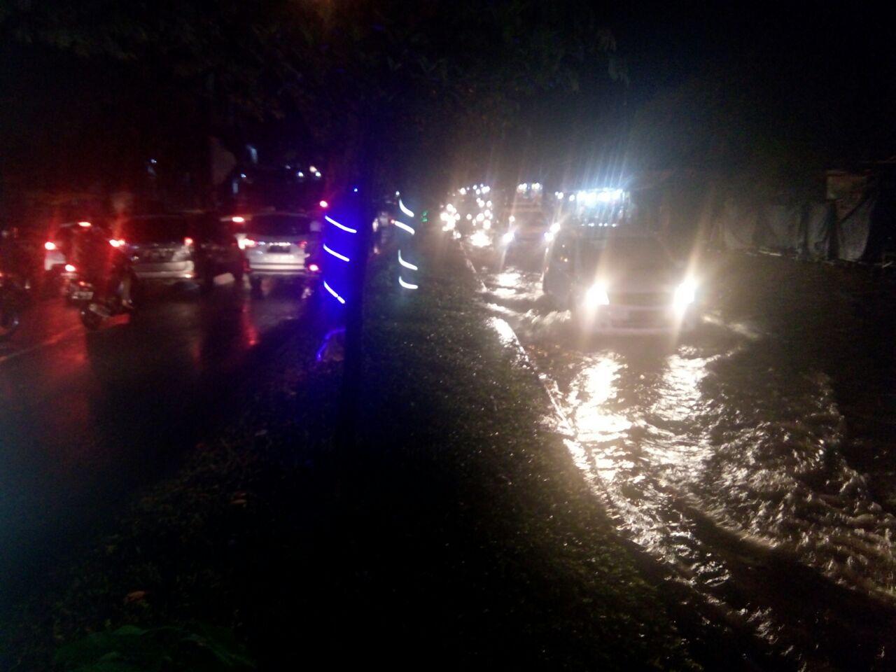 Hujan Deras, Jalan Sultan Agung Tergenang