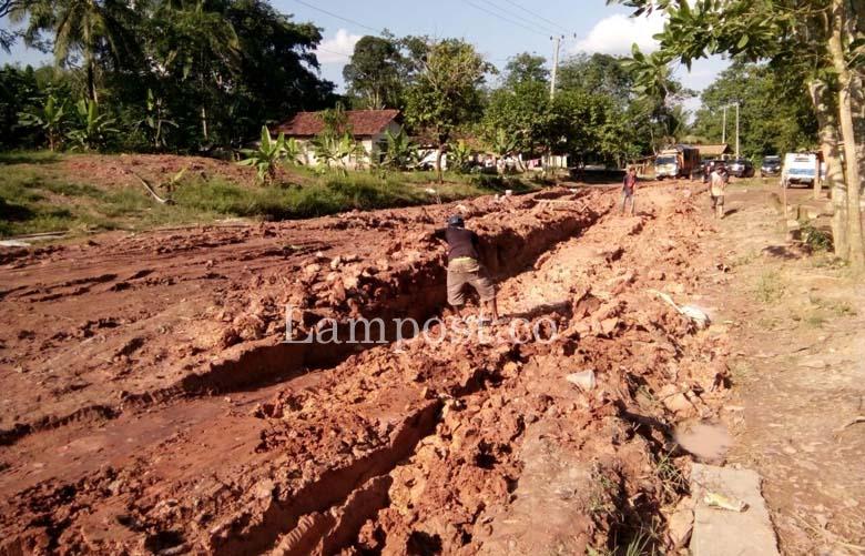 LAMPUNG POST | Kondisi Jalan Provinsi di Rawapitu Makin Parah