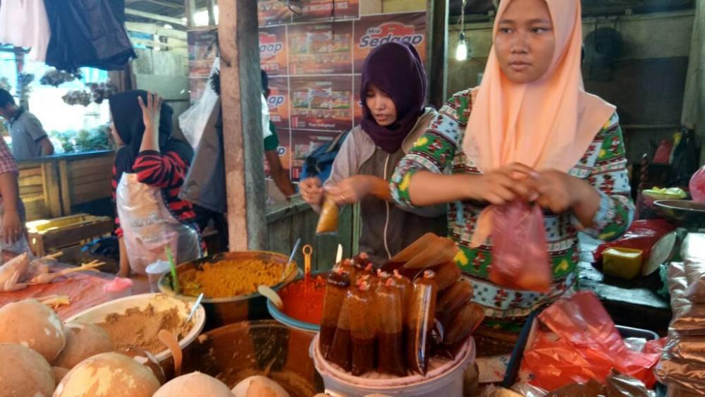 LAMPUNG POST | Penjualan Bumbu Dapur Giling Meningkat Tajam