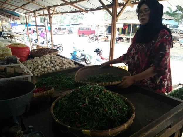 LAMPUNG POST | Harga Bumbu Turun, Telur Bertahan Rp20.000 per Kg di Pasar Tamin