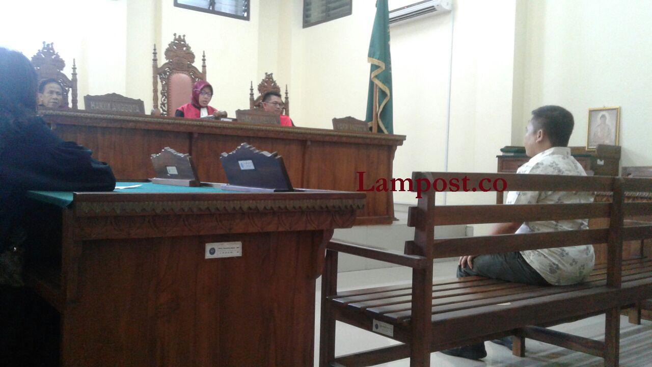 LAMPUNG POST | Aniaya Istri, Mantan Anggota KPU Divonis 2 Tahun 6 Bulan Penjara