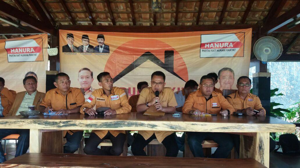 LAMPUNG POST | Hanura Pasangkan Mustafa - Helmi Hasan di Pilgub Lampung