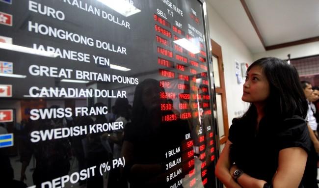 Rupiah Dibuka Menguat ke Rp13.877/USD