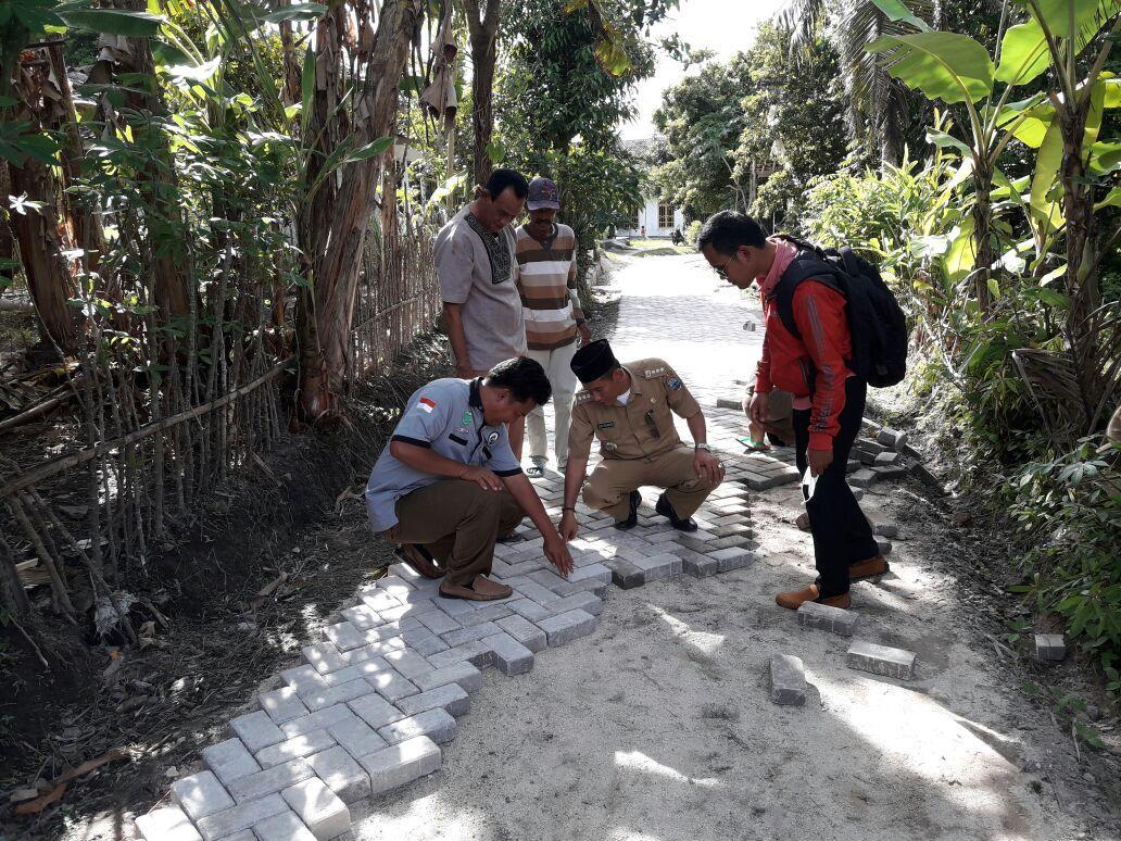 LAMPUNG POST | Desa Mandalasari Bangun Paving Block