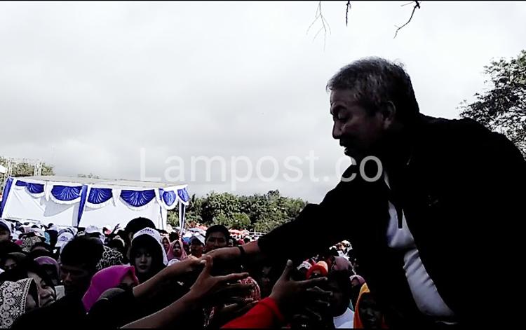 LAMPUNG POST | Ribuan Warga Tubaba Hadiri Jalan Sehat Bersama Arinal