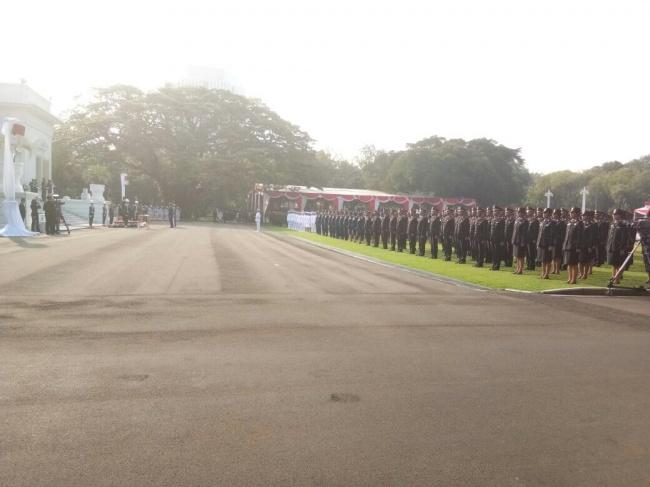 LAMPUNG POST | Presiden Lantik 729 Prasetya Perwira TNI-Polri