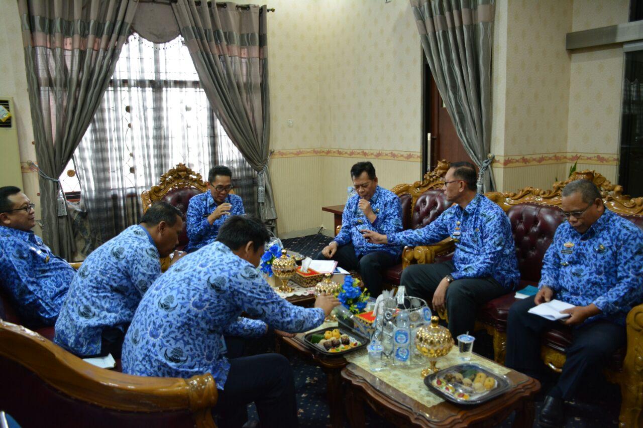 LAMPUNG POST | Wakil Bupati Zaiful Pimpin Rapat Kerja PMI