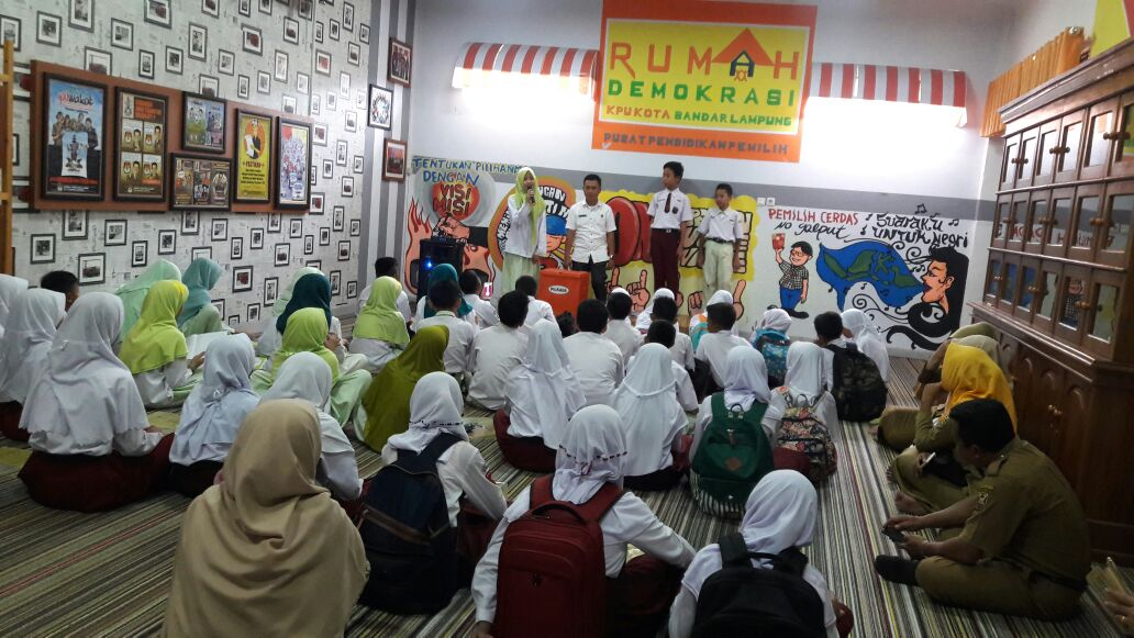 LAMPUNG POST | 50 Pelajar Usia Prapemilih Belajar Kepemiluan di KPU Kota Bandar Lampung
