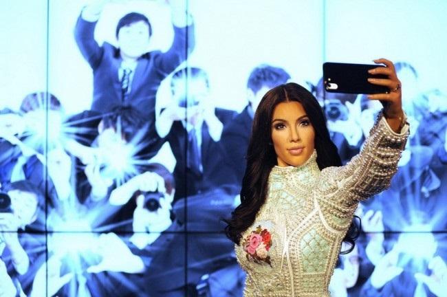 LAMPUNG POST | Kim Kadarshian Anggap Swafoto Sudah Ketinggalan Zaman