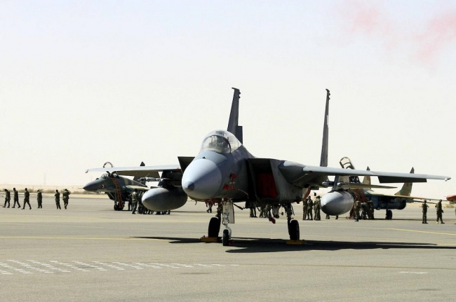 LAMPUNG POST | Pesawat Koalisi Pimpinan Arab Saudi Bombardir Pasar Yaman, 25 Orang Tewas