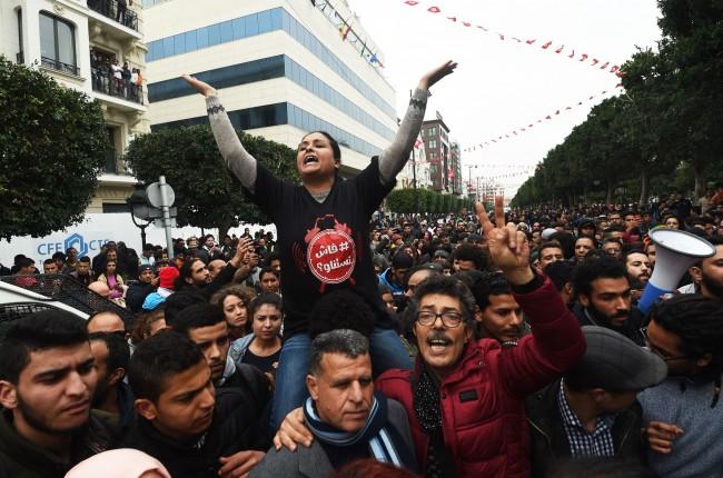 LAMPUNG POST | 49 Polisi Terluka dalam Gelombang Demonstrasi di Tunisia