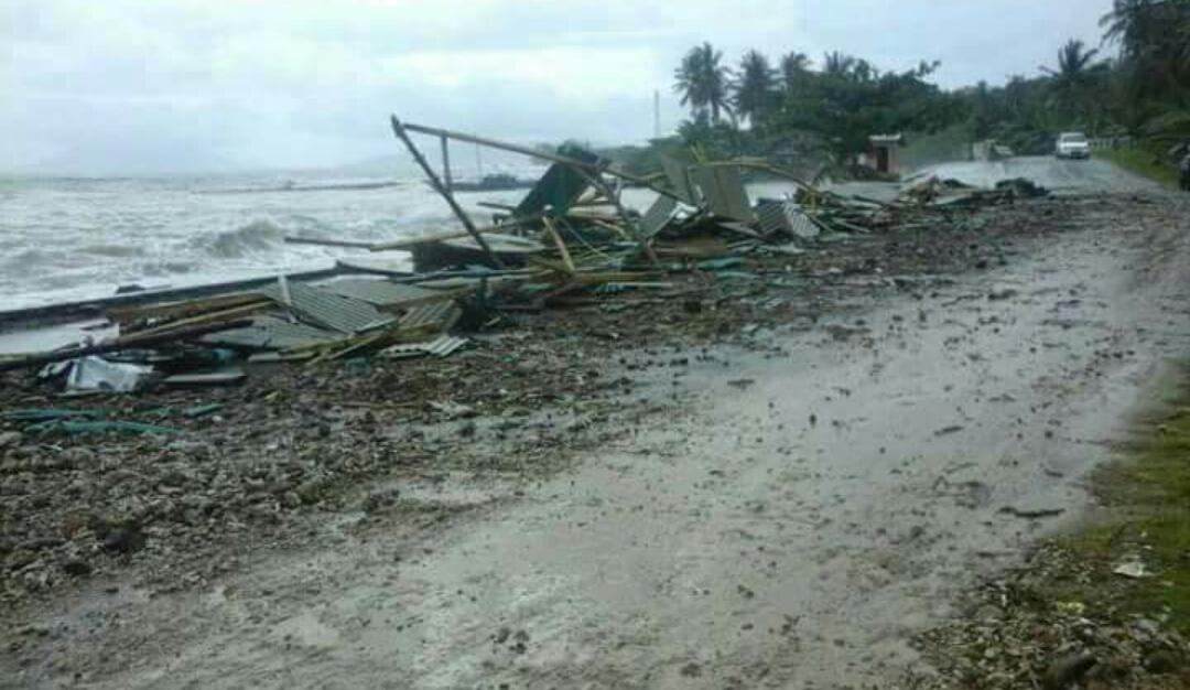 LAMPUNG POST | Cuaca Ekstrem Landa Pesisir Pantai Rajabasa, Rumah Rusak Diha   ntam Gelombang