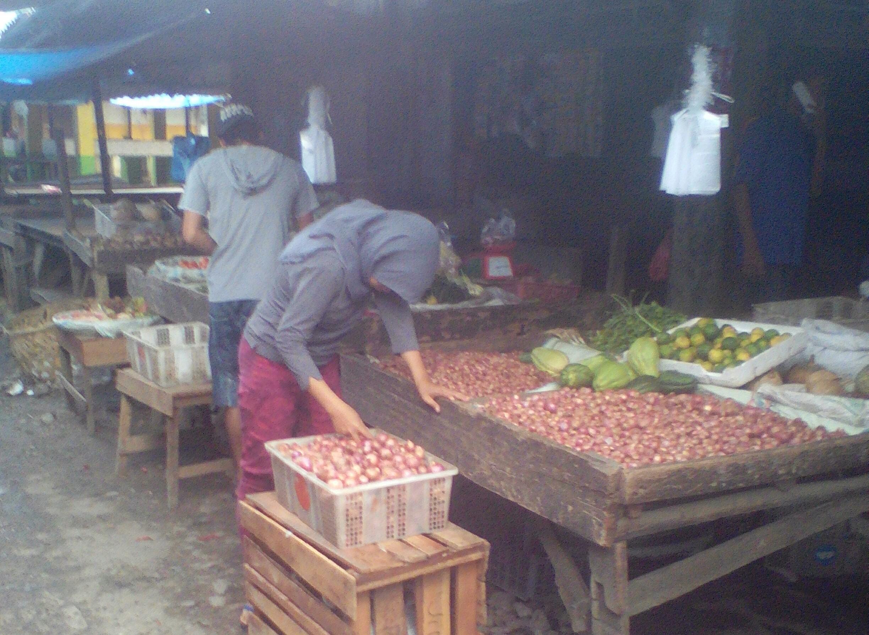 LAMPUNG POST | Pasar Tradisional Masih Sepi, Harga Sayuran Meroket