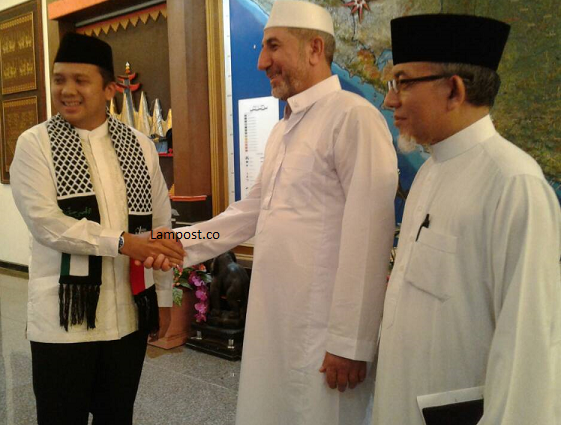 LAMPUNG POST | Imam Besar Al-Aqsa Salat Jumat di Masjid At-Tanwir