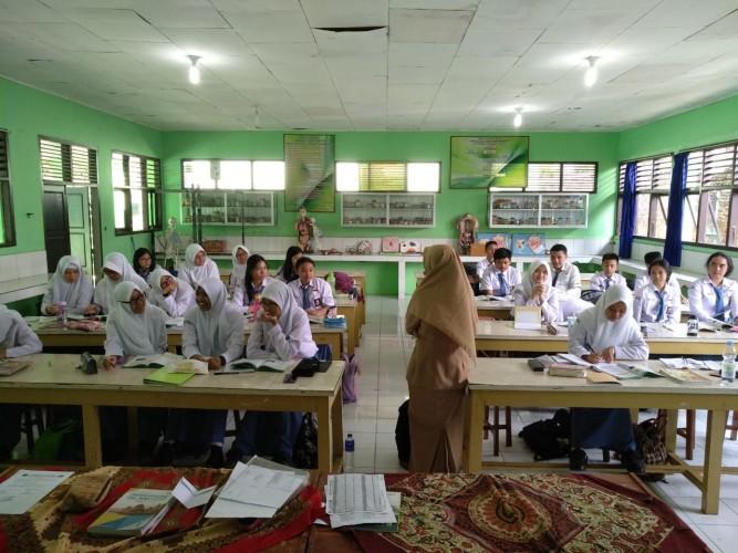 Guru Honor Minimal Pendidikan S1