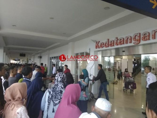 H-2, Pemudik Mulai Padati Bandara Raden Intan II