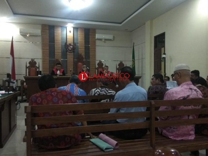 Hakim Sebut Saksi Sidang fee Proyek Mesuji Tertekan