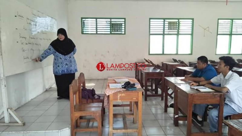 Hanya Punya 3 Siswa Baru, SMA Sriwijaya Tetap Semangat Jalankan Kegiatan Belajar