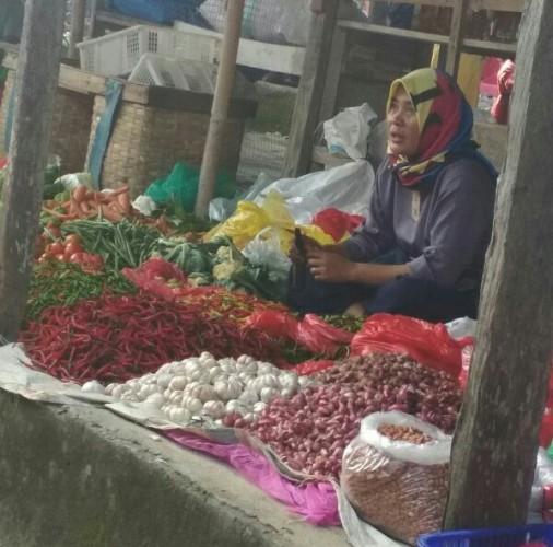 Harga Cabai dan Bawang di Pasar Tradisional Lamsel Kompak Turun