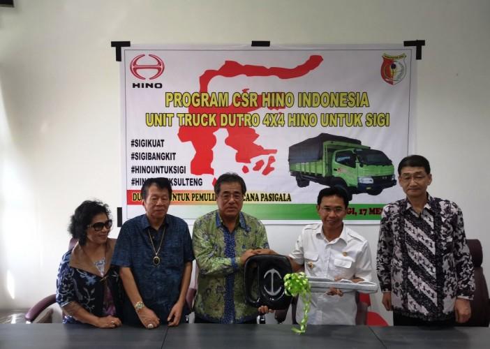 Hino Donasikan Truk Dutro 4x4 Untuk Pemulihan Bencana Alam di Sigi